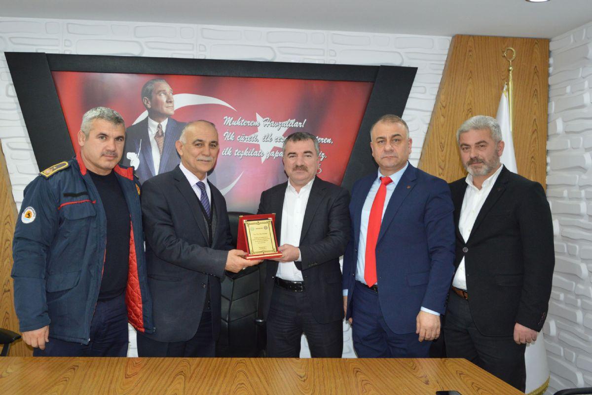 Başkan Özdemir'den Plaket