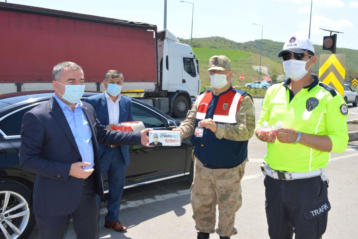 Başkan Özdemir'den Polis ve Jandarmaya Milli Borel ve Maske