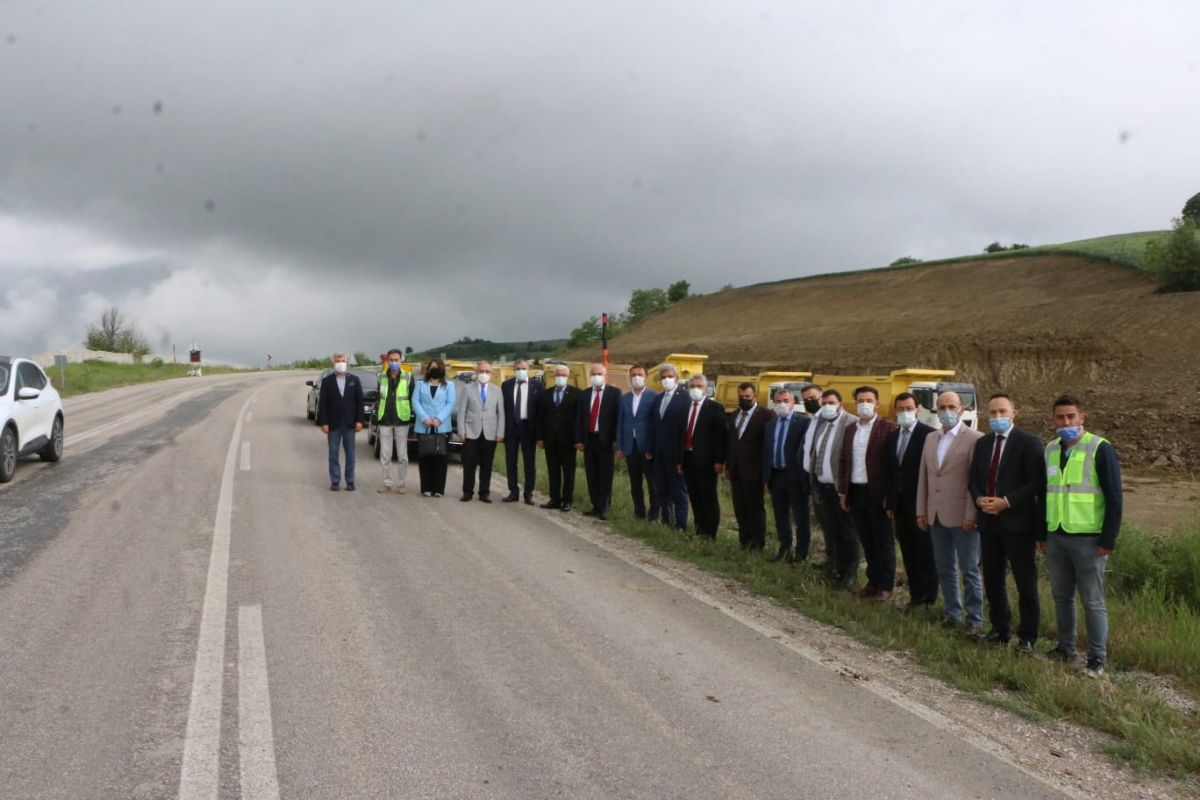 Başkan Özdemir Ak Parti İl Teşkilatı ile Birlikte Çalışmaları İnceledi