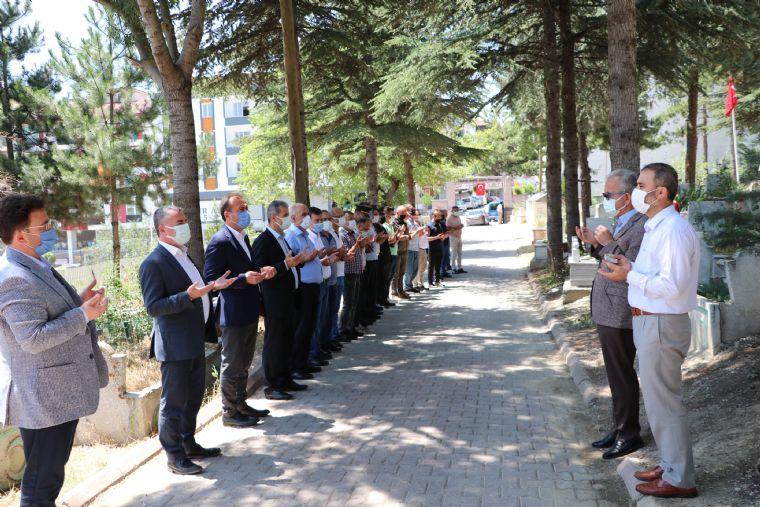 15 Temmuz Demokrasi ve Milli Birlik Günü İçin Mevlit Okundu Şehitlik Ziyaret Edildi