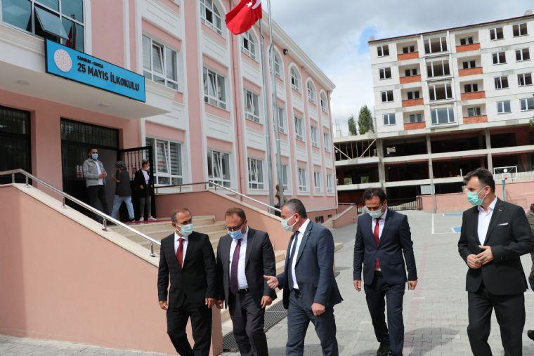 Kaymakam Nayman ve Başkan Özdemir'den Okul Ziyareti